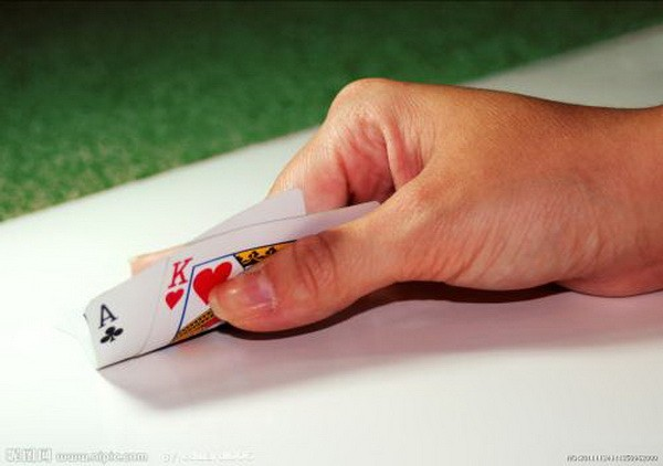 德州扑克研究表明所有的牌手都有很好的运气