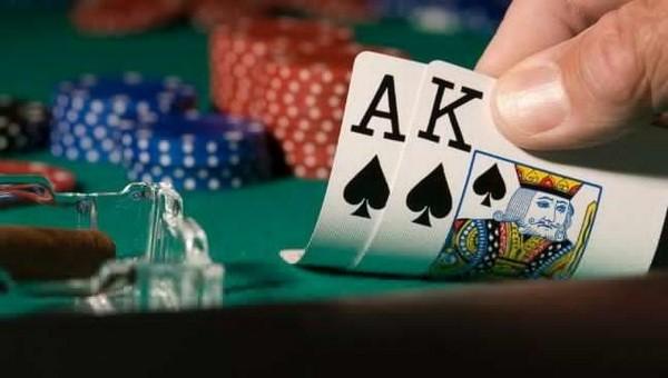 德州扑克牌局分析:你可以放弃一手葫芦