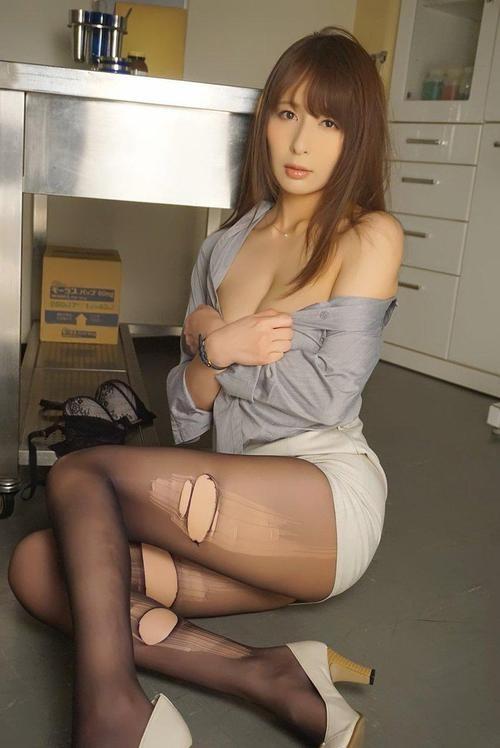 SSPD-151: 家庭主妇 希崎ジェシカ 拿什么借钱?自然是她的美色啦!