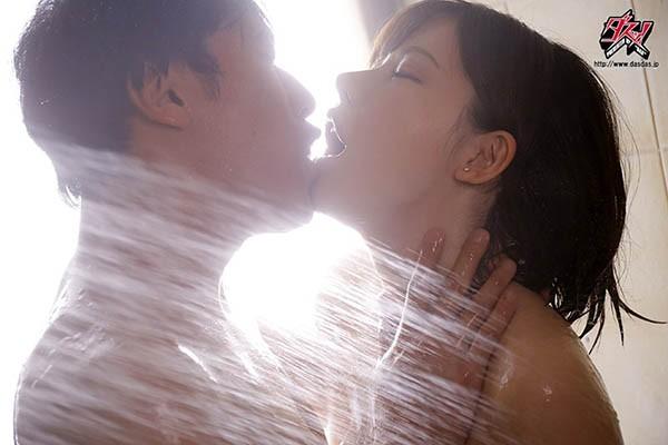 DASD-681:巨乳女客服深田咏美遭客户投诉吃肉棒道歉!