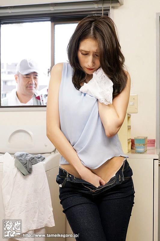 MEYD-648 :欲求不满人妻「Julia」自慰时水电工看见疏通下体!