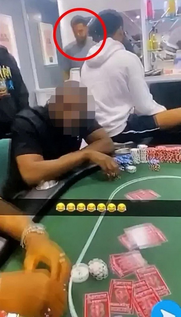 英超球星违反COVID检疫规则,举办非法扑克游戏。
