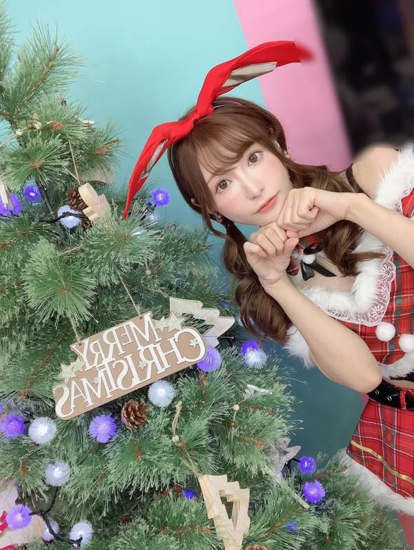 忍不住又使坏!AV女优「天使萌」献上「少女酥胸」当圣诞礼,无辜大眼令人再次心动
