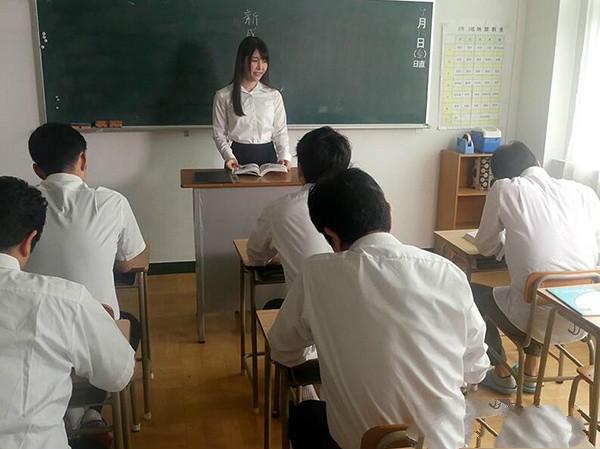 巨乳尤物ADN-192: 女教师的秘密,裸体彩绘完再啪啪啪,新任G奶女教师あかぎ碧被美术老师硬上