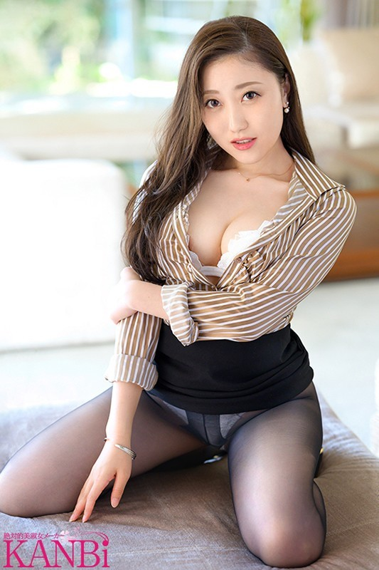 DTT-070 :黑丝秘书「美咲爱华」内衣加吊带袜打扮有多诱人!