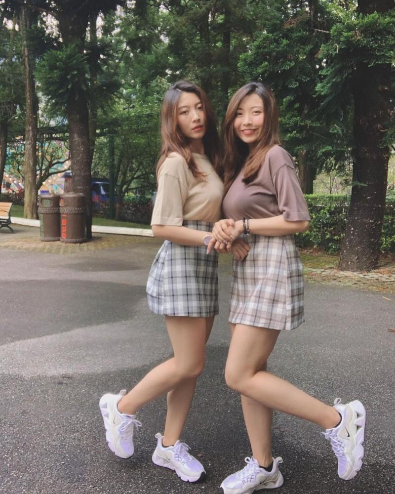 超正「双胞胎姐妹」身材一样火辣网友:要看胸口刺青才能分