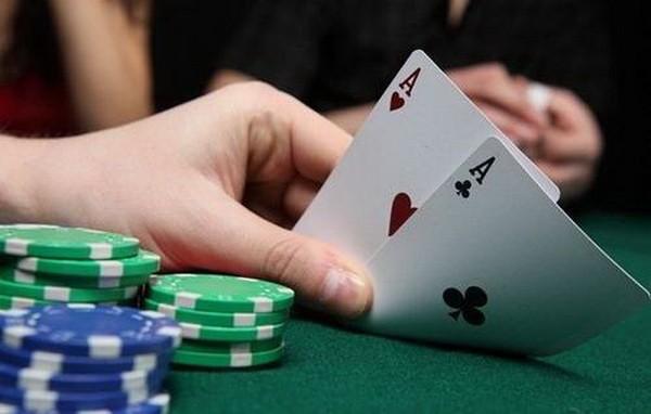 德州扑克高级牌圈推测和双向性下注