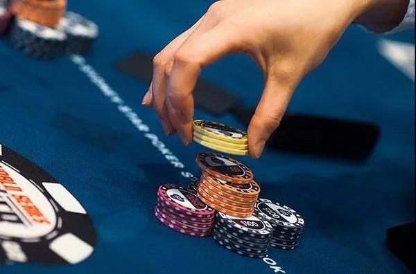 """德州扑克如何下注才能让对手""""不跟注不舒服"""""""
