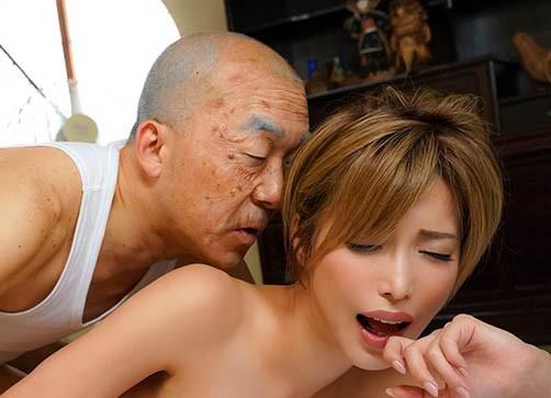 巨乳御姐君岛美绪意外坠入强姦陷阱惨遭内射!