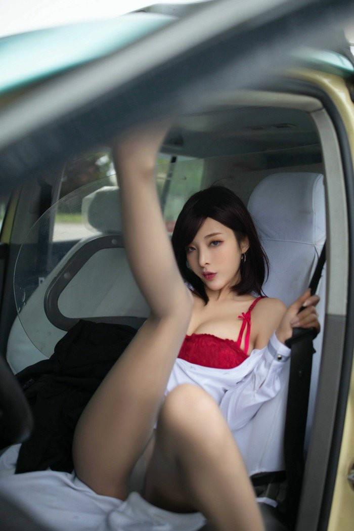 女司机陈小喵脱衣勾引男乘客,满足你对艳遇的幻想!