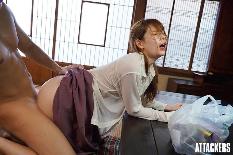 ADN-277:初恋情人「明里つむぎ」变大嫂!大哥出差「欲火攻心」疯狂搞她!