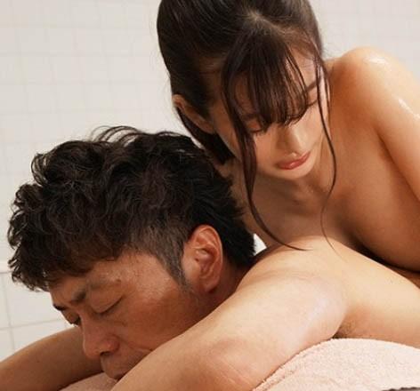 人气偶像「ひなたまりん」爆出丑闻!强制潜规则「暗黑泡泡浴」用肉体赔偿损失!