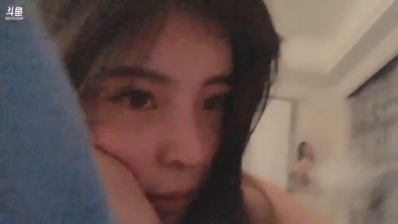 斗鱼女神主播《苏恩》直播「走光」流出!禁播3月回归!