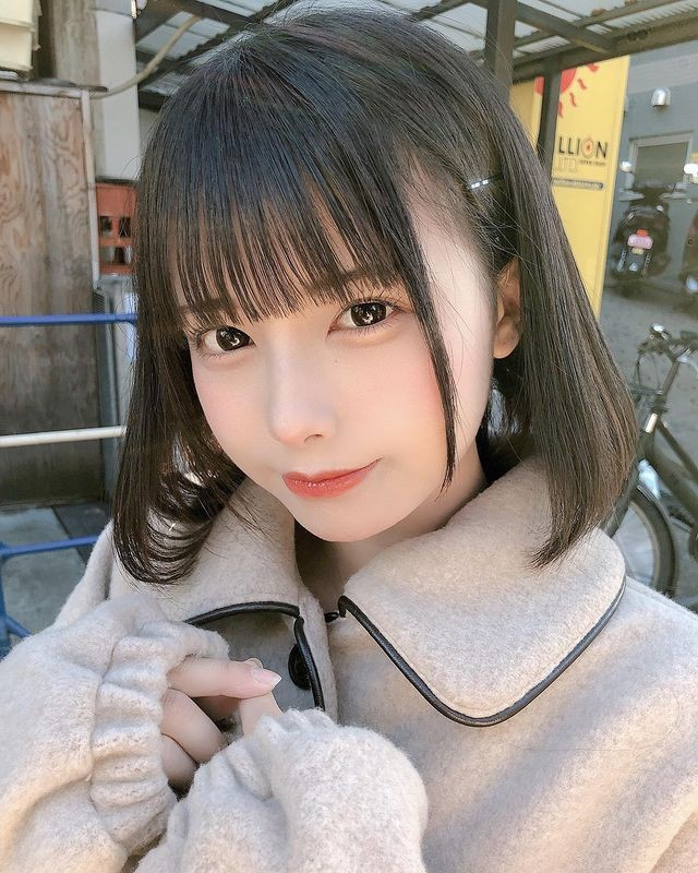 短发萝莉《宫崎あみさ》萌萌大眼身穿制服原来是偶像!