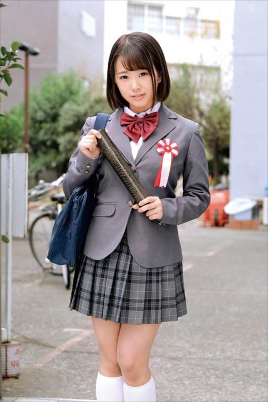 SKMJ-031 :、18岁的 花岬なみ 在毕业典礼结束后就地出道!