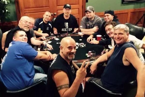 德州扑克碰到这3种牌,别迷恋!翻前记得赶快甩掉
