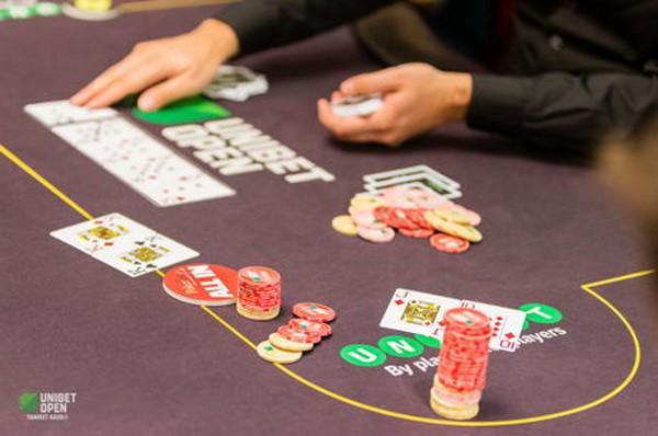 德州扑克选择与补牌数相符的底牌