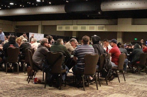 德州扑克翻牌圈放弃一手大牌