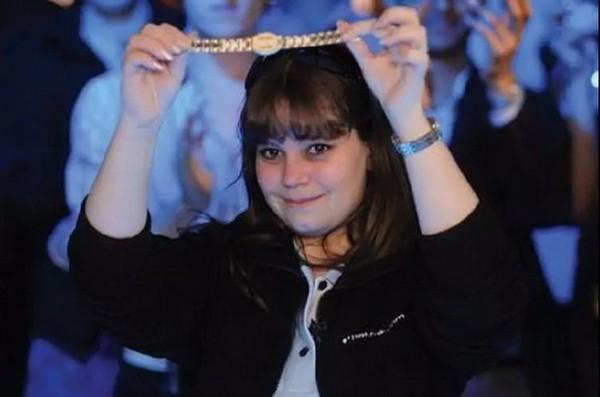 那个18岁时全程不看底牌夺冠的天才少女,后来去哪儿了