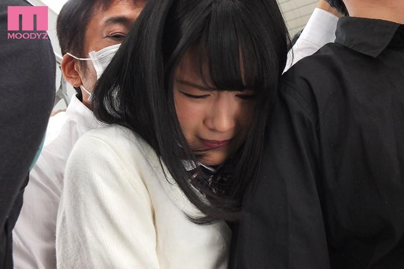 "MIDE-647 :短裙学生妹""志田雪奈""遇电车痴汉,任由肉棒在后面一进一出!"