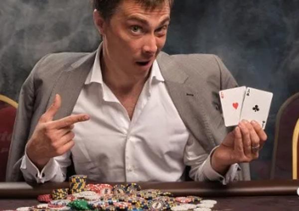 评估德州扑克中的手牌只是翻牌前策略的一个方面