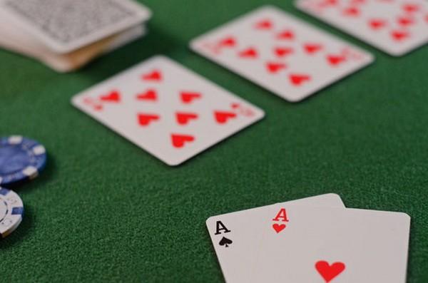德州扑克同花听牌的基本玩法