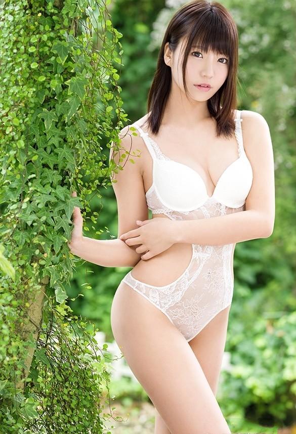 BGN-053:无限的性欲!模特儿级美少女「真奈りおな」真奈里緒菜超敏感降临!