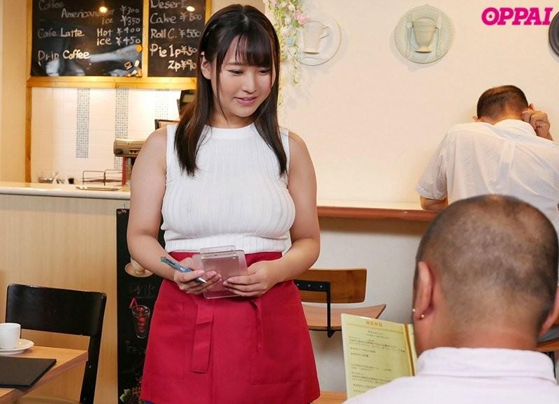 巨乳女大生神坂朋子咖啡店打工不穿内衣,透视乳头诱惑!