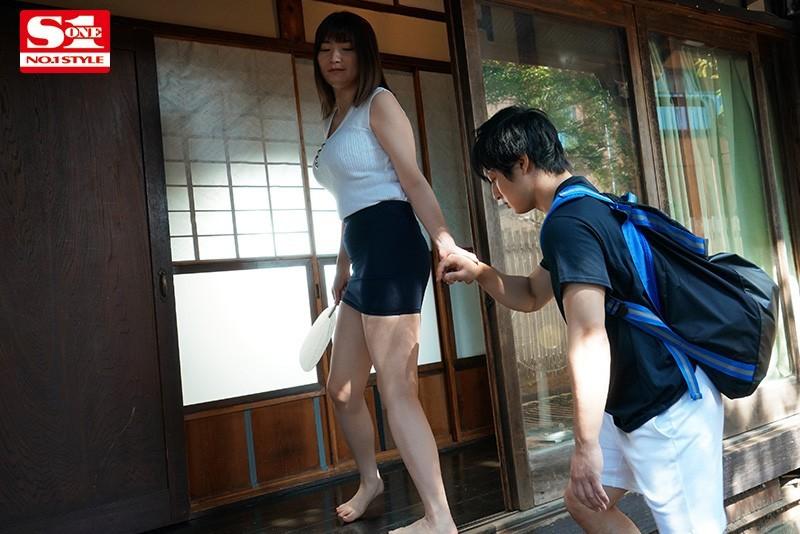 """鹫尾 めい(鹫尾 芽衣i) 作品SSNI-969 :巨乳人妻""""鹫尾めい""""用性爱帮小鲜肉摆脱手机成瘾。"""