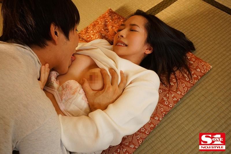 伊贺まこ(伊贺真子)作品SSNI-968 :和女友妹妹「伊贺まこ」性格不合,到床上培养感情。