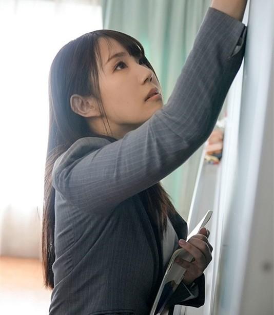 "DVDMS-668 :高中美女教师""安奈真理恵""有三个乳头,一捏就酥麻!"