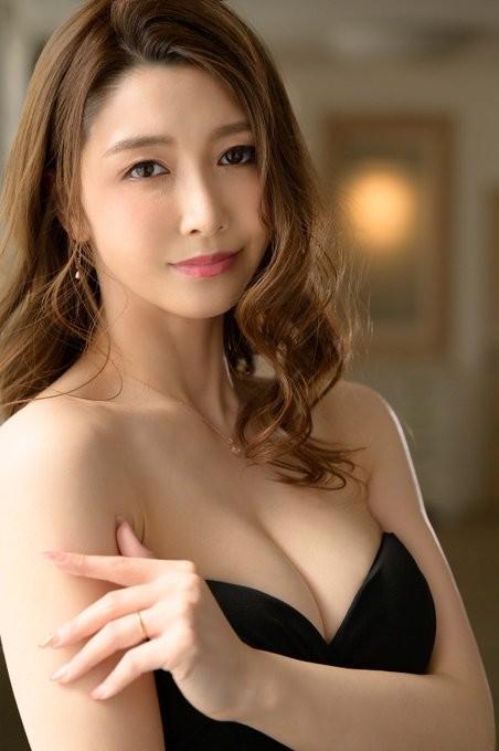 """最强G奶美淑女""""三浦步美""""改名""""爱弓凉""""再战AV界!"""
