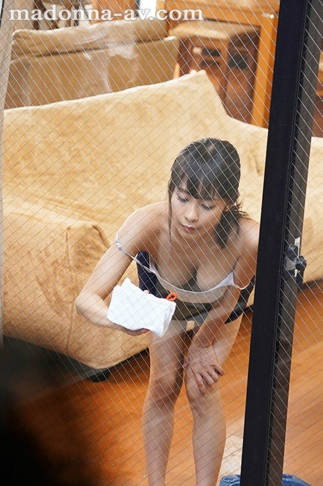 JUL-089:隔壁太太 逢见リカ 总是故意在窗前搔首弄姿勾引!