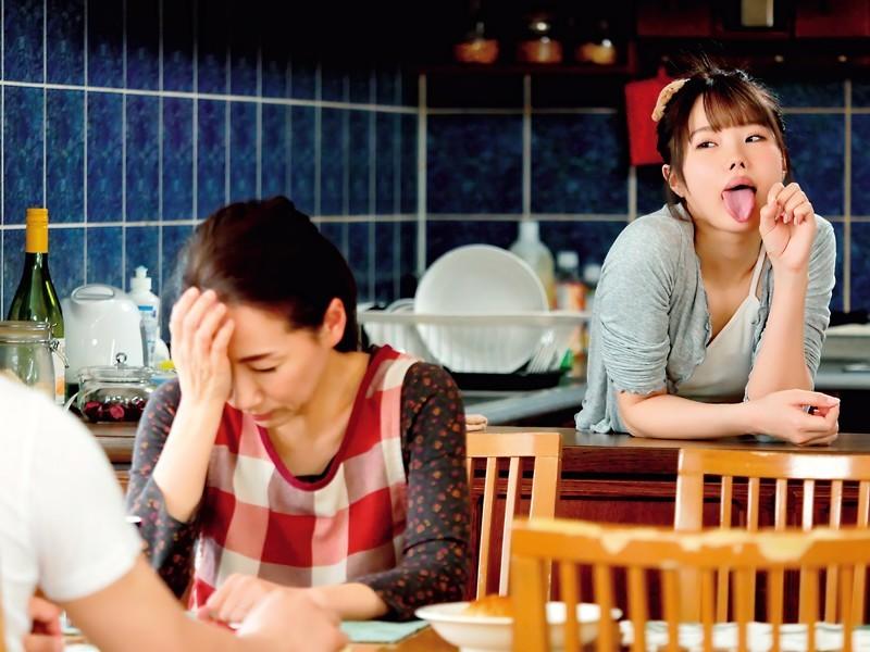 """放荡小婊妹""""松本いちか""""学会口教后就一直摆出舔舔表情勾引表哥"""