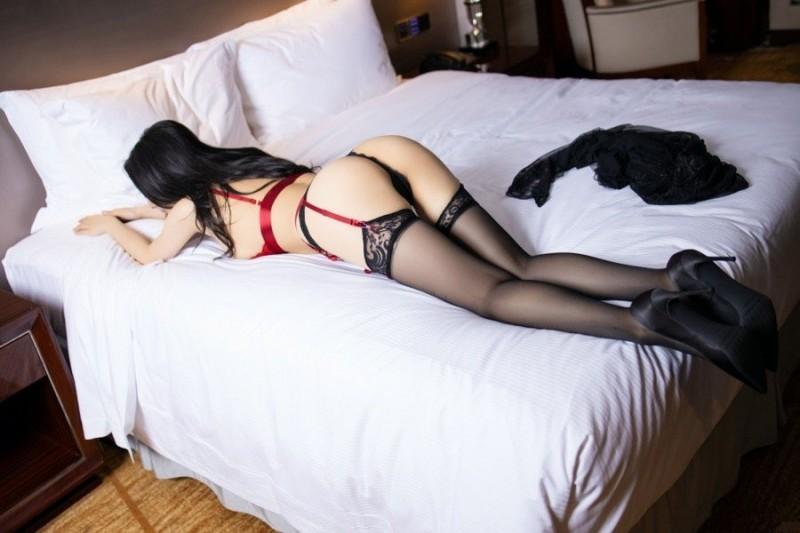 红粉佳人小热巴情趣内衣床上摆弄骚姿 等你滚床单。
