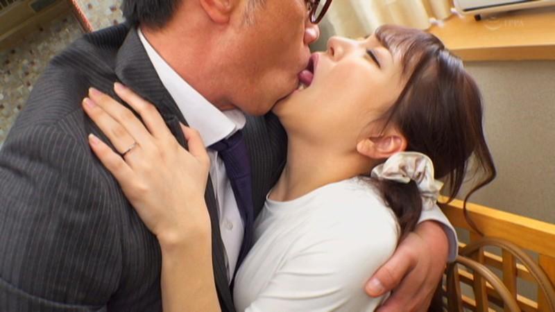 """加藤ももか(加藤桃香) 作品CESD-958 :欲求不满人妻""""加藤ももか""""自愿开腿欢迎老公上司插入。"""