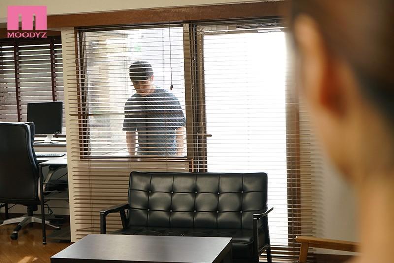 """樋口 みつは(樋口 三叶) 作品MIAA-378:美人妻邻居""""樋口三叶""""每晚和丈夫啪啪啪遭隔壁啃老族盯上强姦。"""