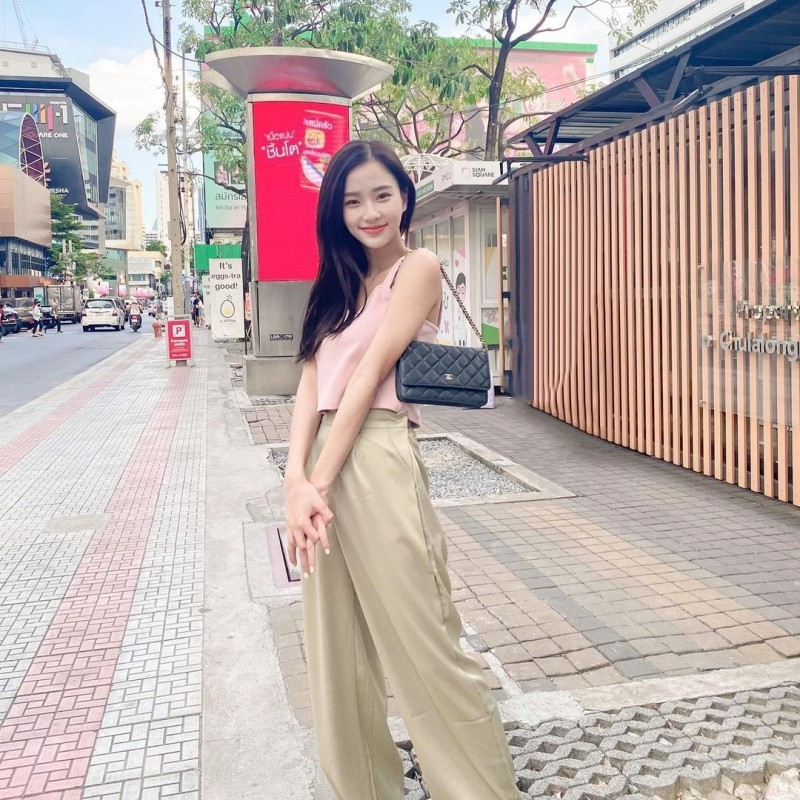 泰国也有天菜!清新神正「邻家美少女」,笑容甜美还有超纤细美腿!