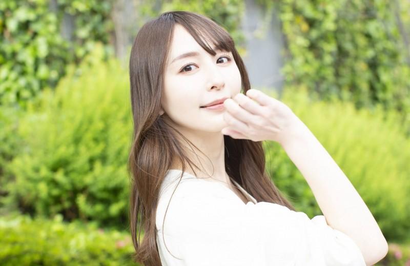 履历表写着当11年AV女优⋯希崎ジェシカ顺利转职!