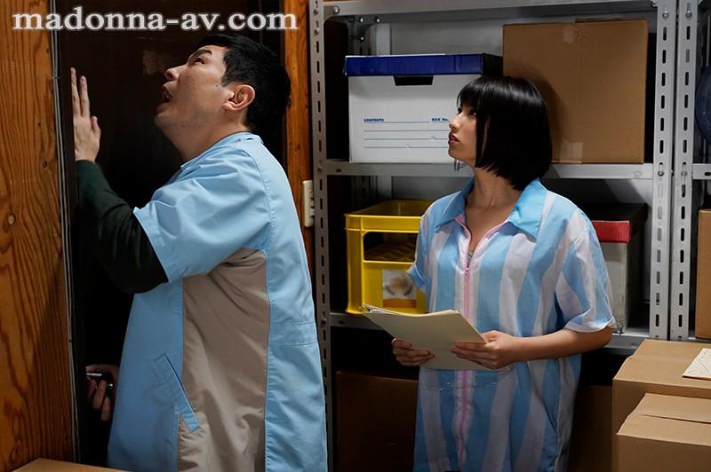 """""""本田瞳""""作品JUL-620: 人妻和同事困在仓库偷情打炮消磨时间。"""