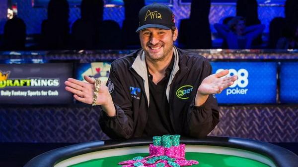 Nick Wright投降,扑克传奇Hellmuth再次证明自己的实力