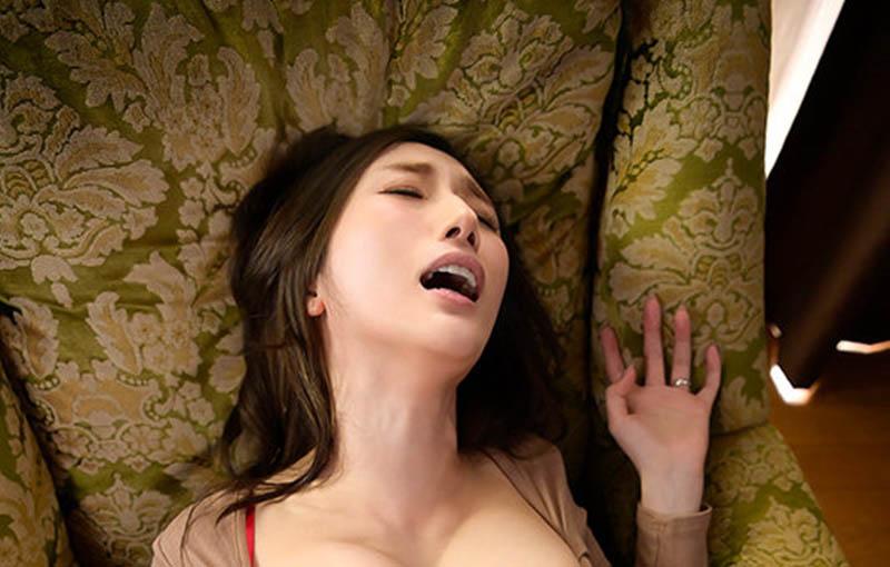 """求你给我!巨乳人妻""""JULIA""""老公废物空包弹,只好去找憋了30天的超浓稠精子"""